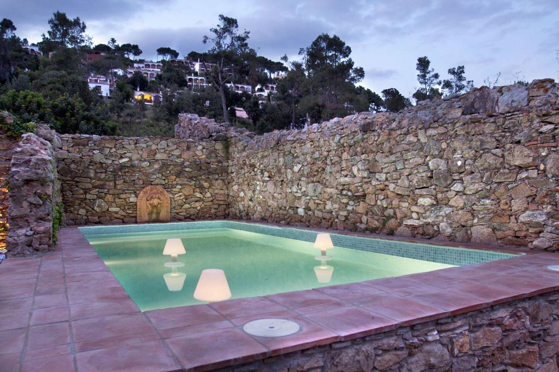 ef7dc-sesgarites-piscina.jpg